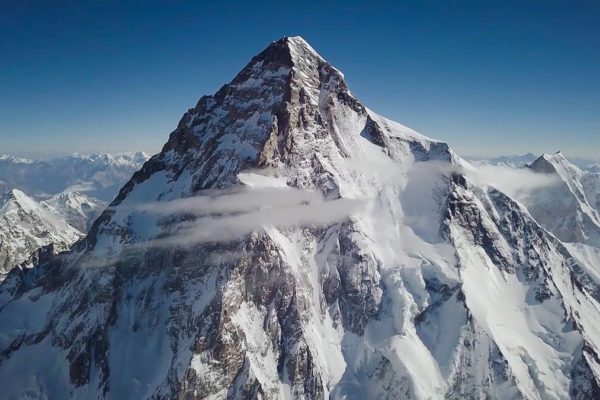 Andrzej Bargiel completes first ski descent from the summit of K2